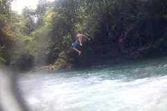 Sprung von einer Tarzanschaukel im Green Canyon