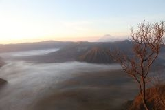 Blick auf den Bromo bei Sonnen-Aufgang