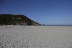 Der Strand und Mündung des Ostriconis