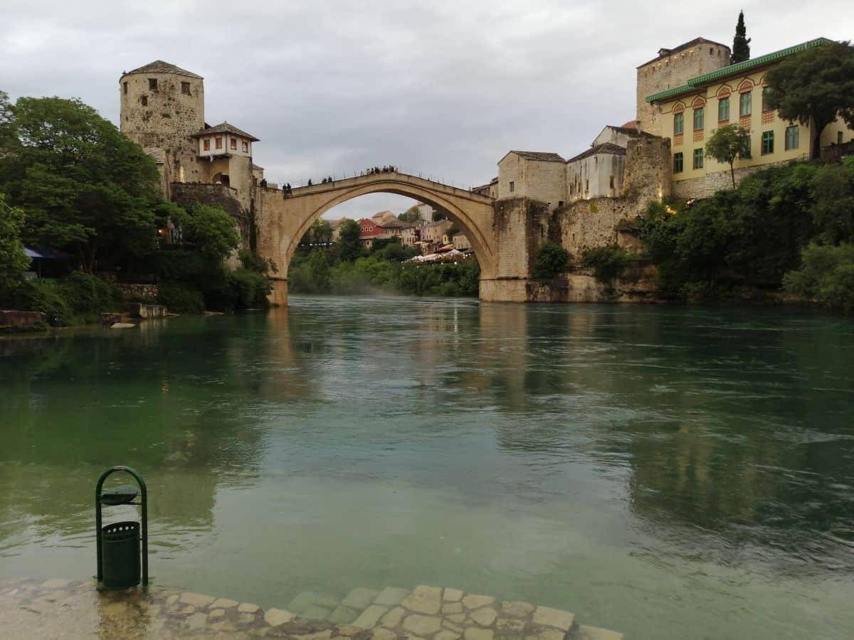 Stari Most vom Fluss aus