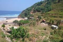 Traumhafte Kulisse auf dem Weg zum Seruni Beach