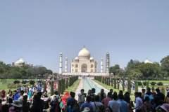 Menschenmassen vor der Taj