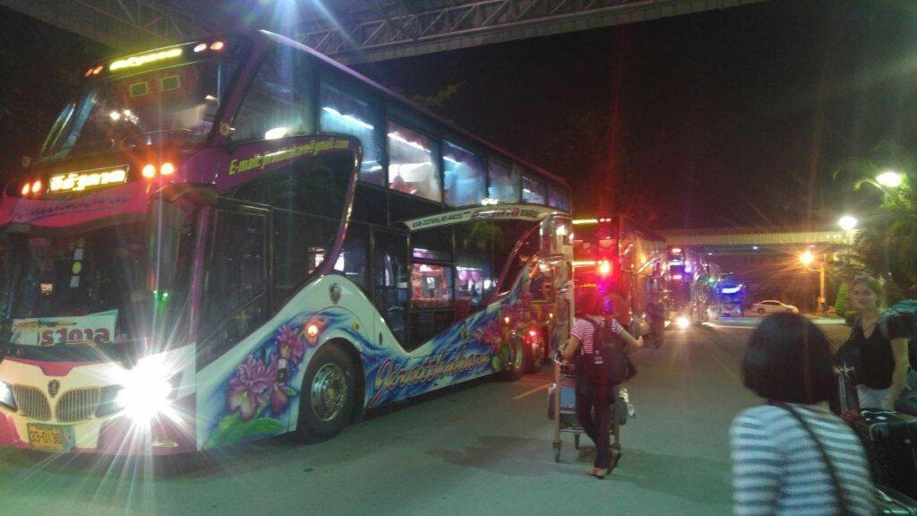 Sleeperbus in Vietnam von außen